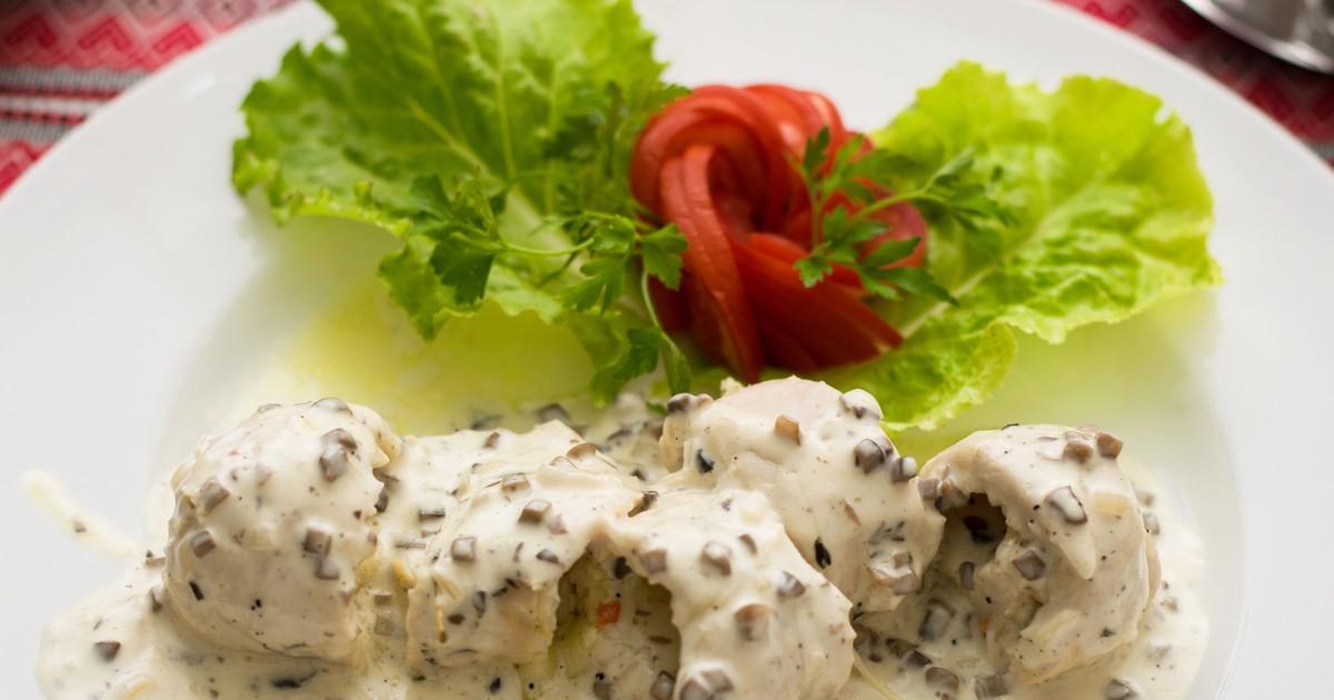 Фото Курица в сливочно-грибном соусе