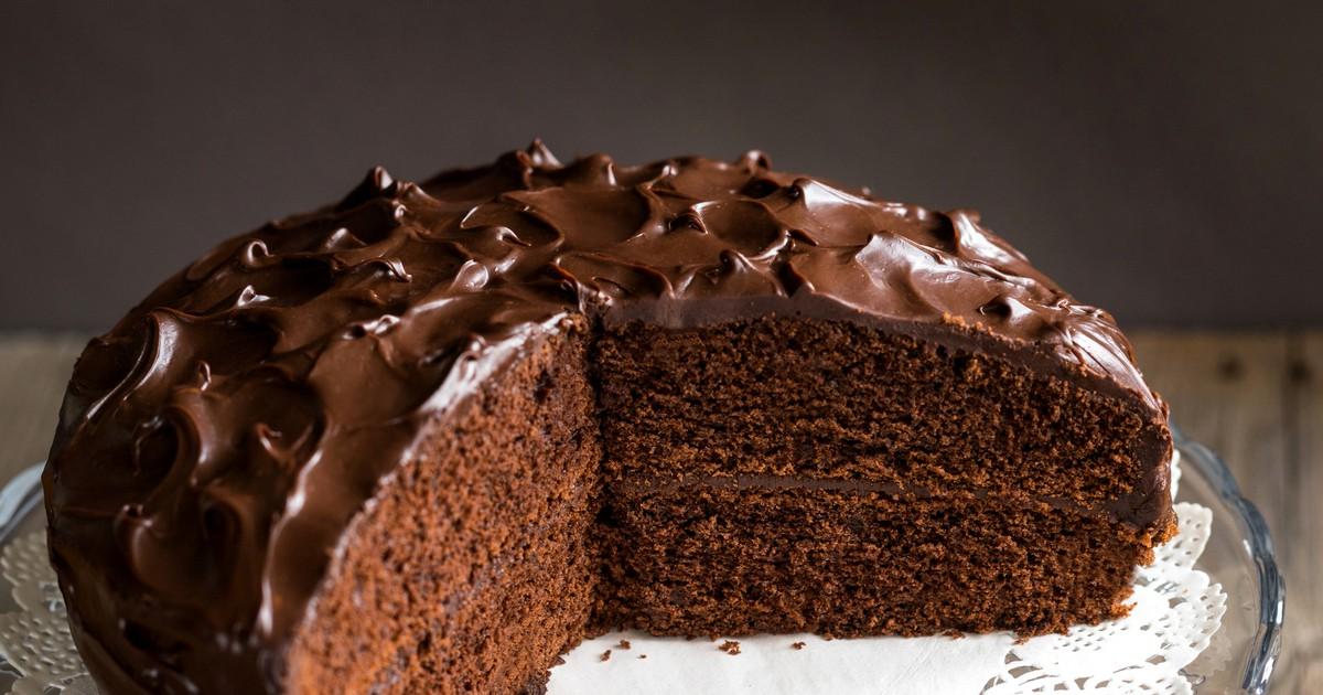 Фото Если вы хотите побаловать вашу семью сладеньким, тогда обязательно попробуйте приготовить этот тортик. Он получается очень вкусным, в меру сладки, а коржи хорошо пропитаются и будут сочными. Настоящий рай для сладкоежек.
