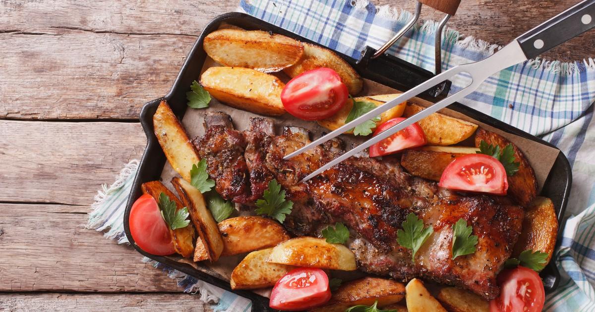 Фото Свиные ребрышки с картофелем запеченные в духовке