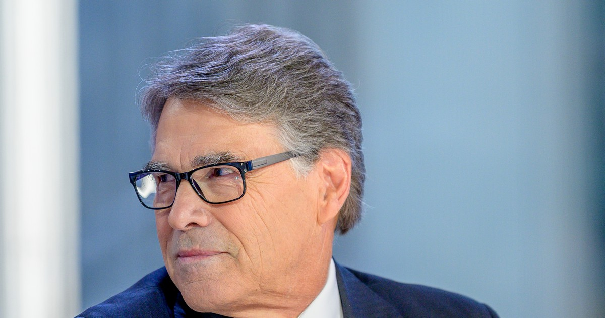 Photo of Rick Perry Says He 'Absolutely' Asked Trump To Talk To Ukraine In July