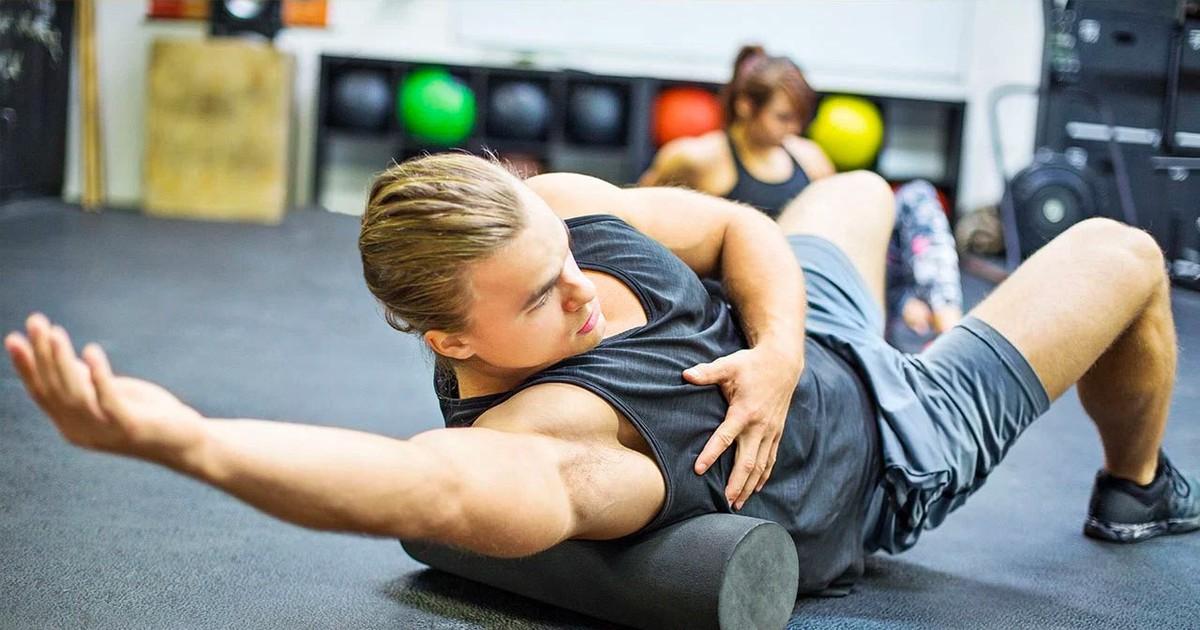 Фото Миофасциальный релиз (МФР) —техника массажа с помощью ролика и мячей