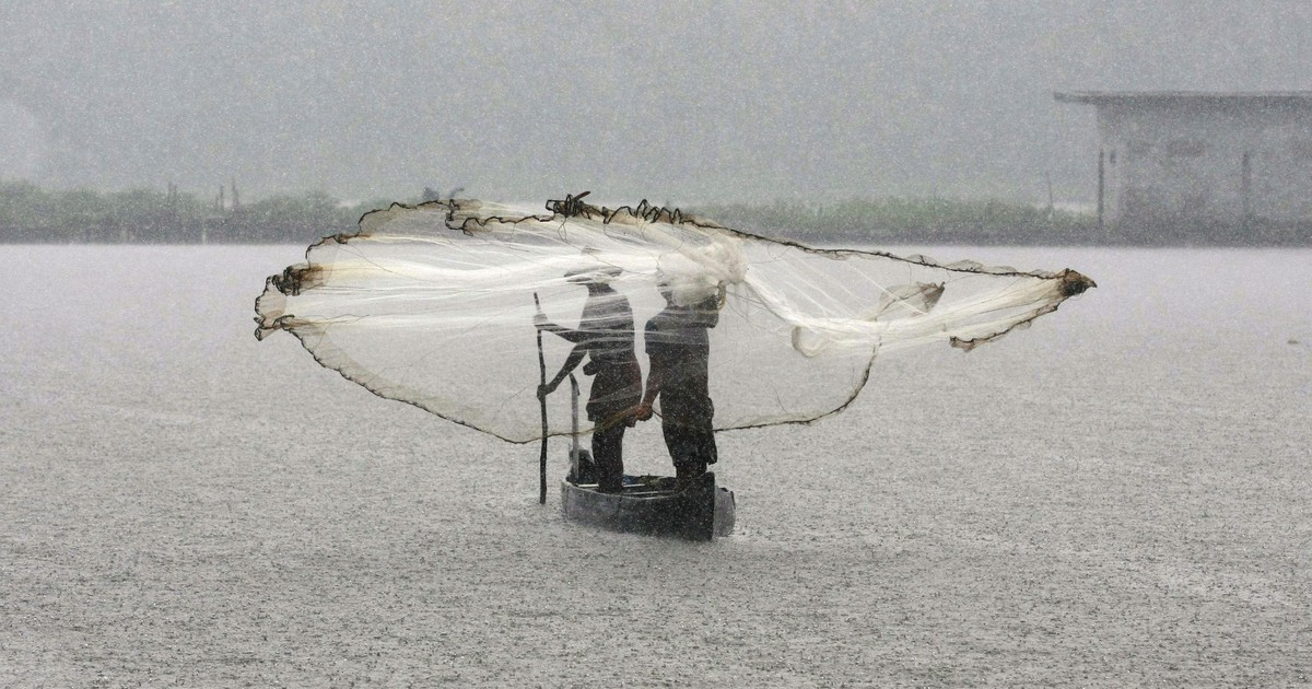 Photo of Space tech as inexpensive as a smartphone will now help Indian fishermen navigate cyclones