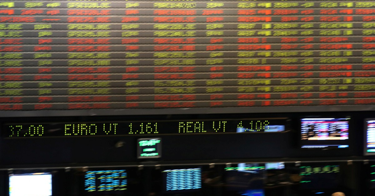 Photo of Dólar tem maior queda semanal desde fevereiro