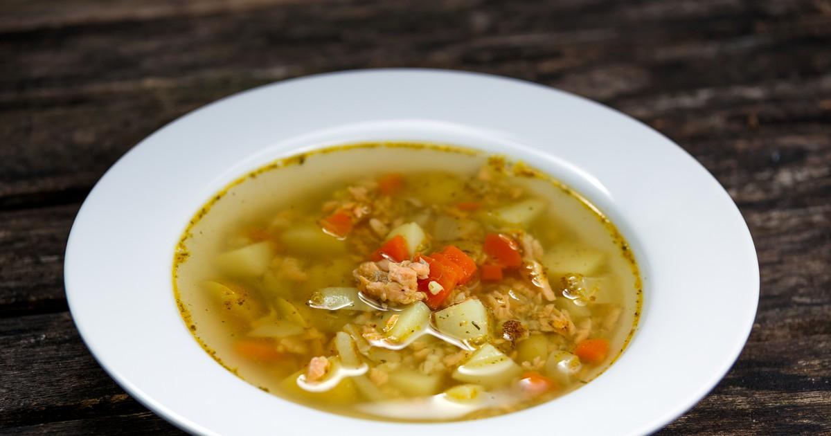 Фото Сегодня мы подготовили для вас рецепт вкусного рыбного супа из лосося. Это блюдо отлично подойдет для семейного обеда. Суп получается очень легким, с нежным рыбным вкусом и потрясающим ароматом. Минимум ингредиентов и максимум вкуса!