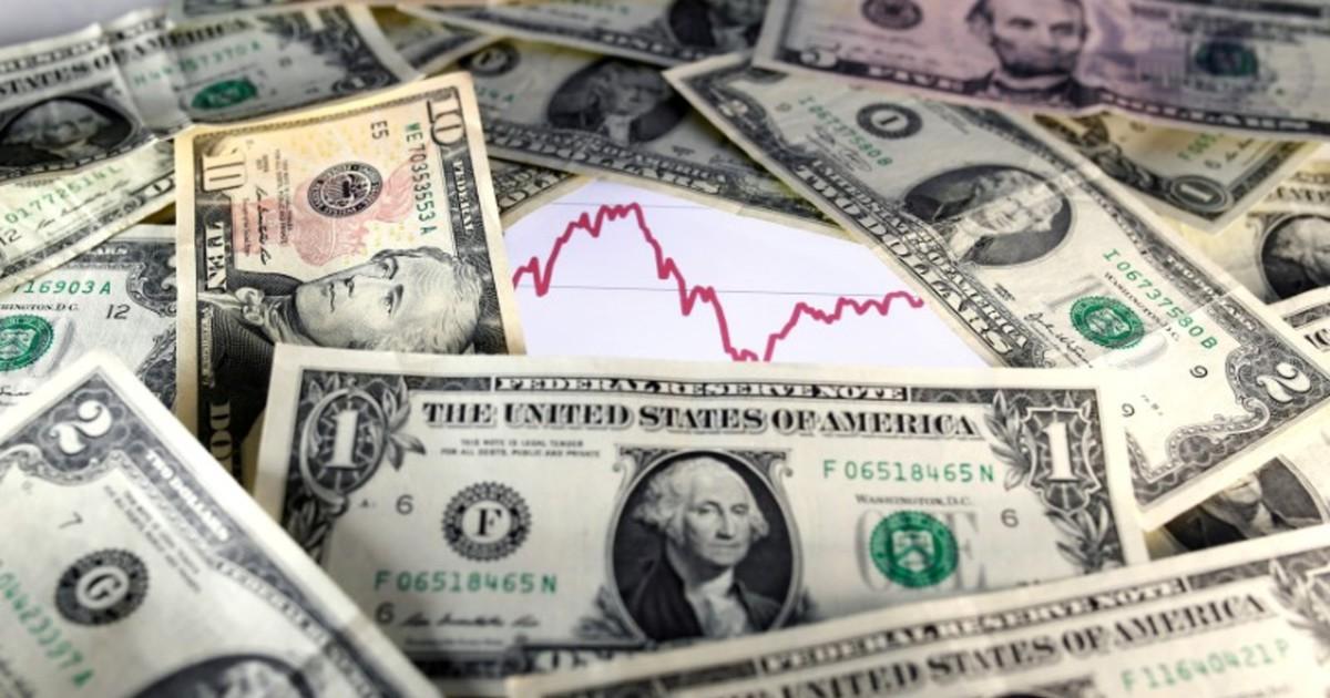 Photo of Dólar tem maior alta em mais de 7 meses