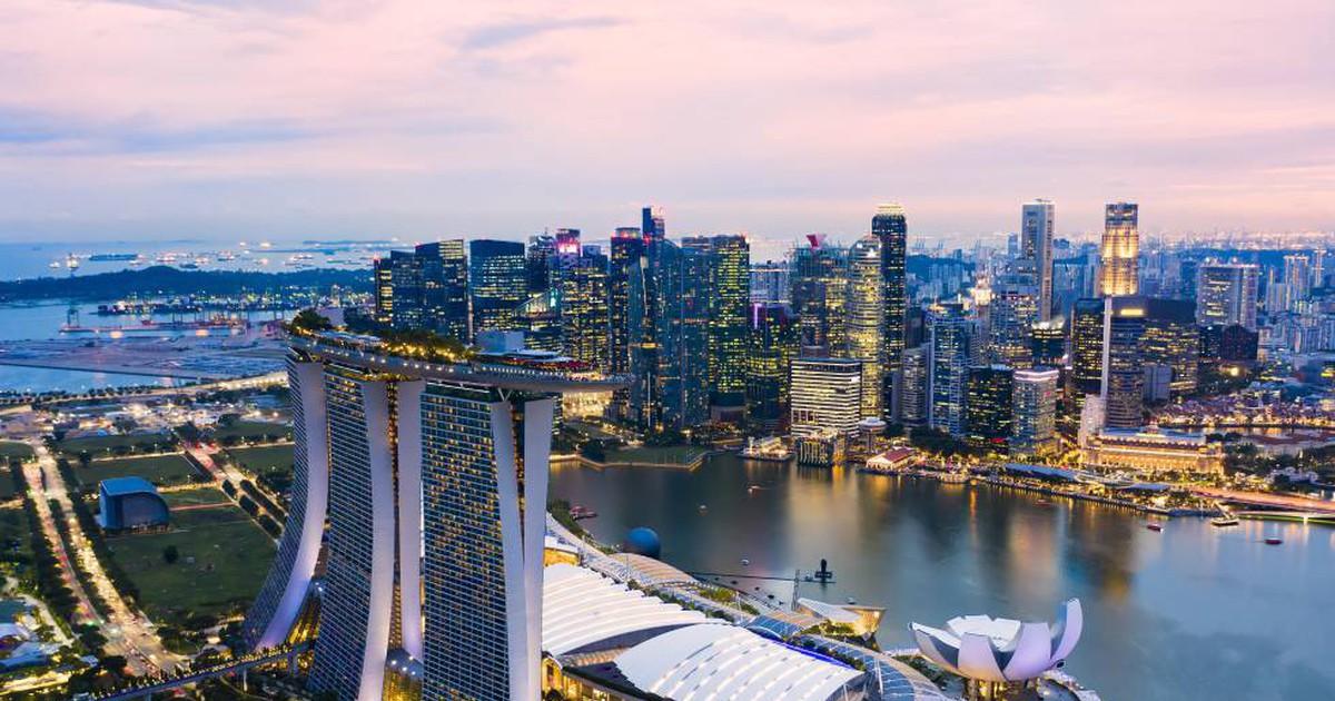 Photo of Singapur saca tajada de la crisis de Hong Kong