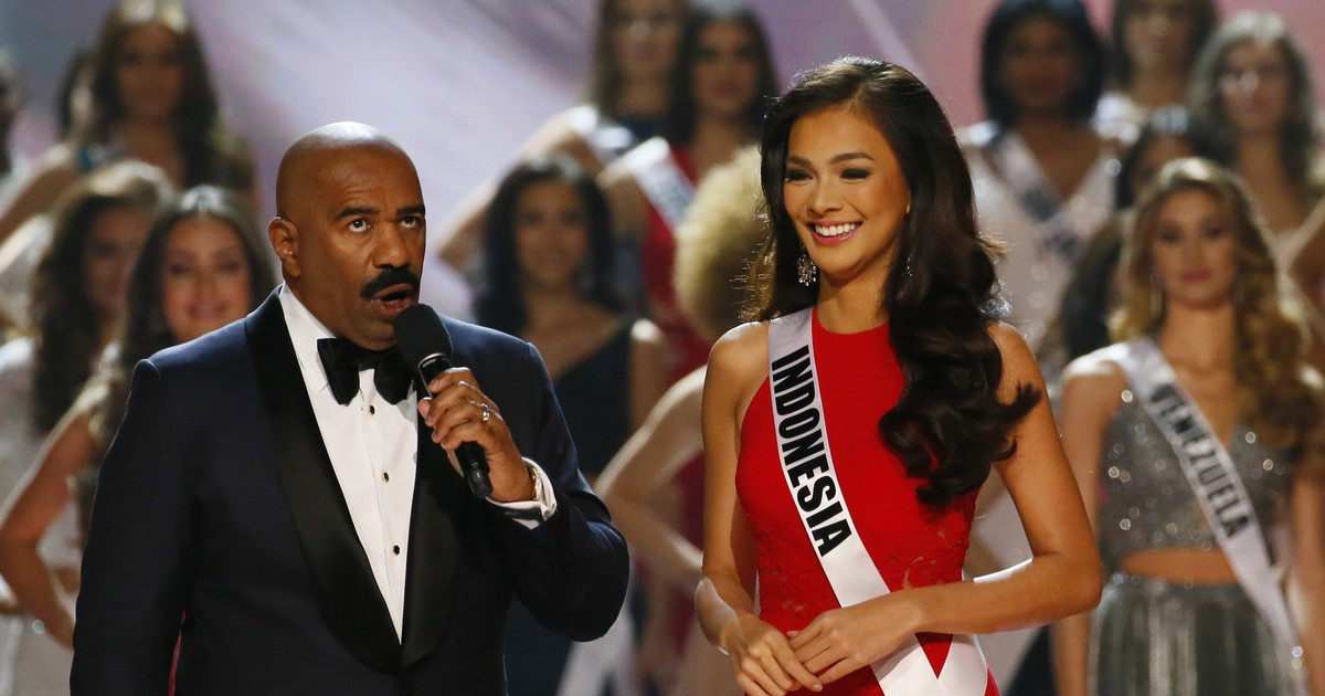 Photo of Maybe Steve Harvey Should Stop Hosting the Miss Universe Pageant