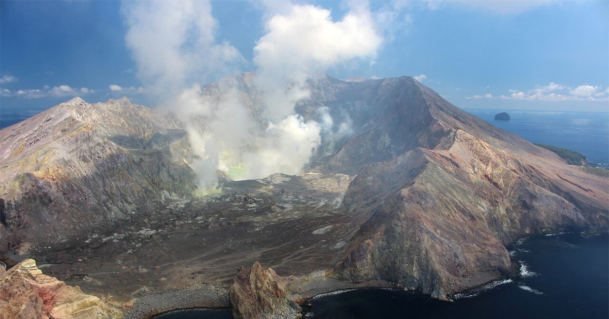 Photo of New Zealand volcano disaster: 6 of 8 bodies recovered from tourist island, officials say