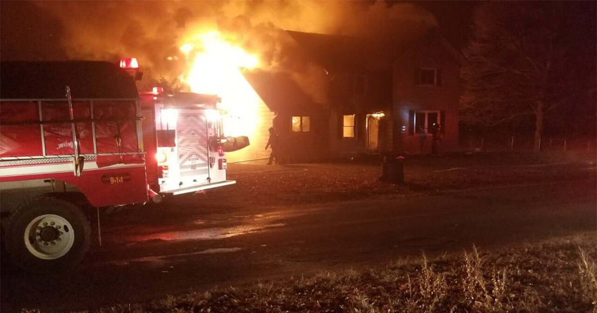 Photo of Christmas Eve fire killed Michigan family's 5 dogs, relative says