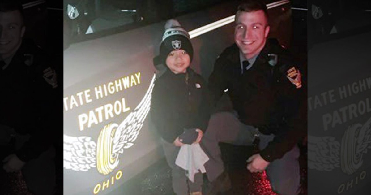 Photo of Ohio boy, 3, all smiles after trooper finds his lost toy on turnpike