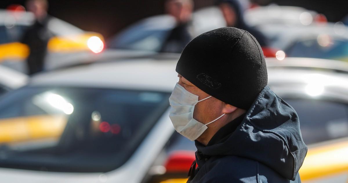 Фото Правительство не будет обязывать аптеки иметь в продаже маски