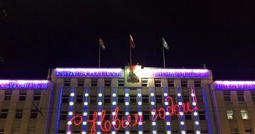 На здании горадминистрации Калининграда руфер вывесил флаг Петербурга