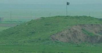 """Так называемое """"Исламское государство"""" подняло флаг на границе с Турцией"""