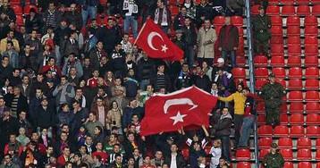 Турецкие болельщики аплодировали российскому гимну