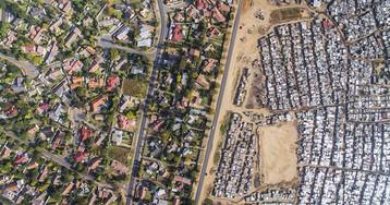 Шокирующее неравенство в ЮАР в объективе беспилотника