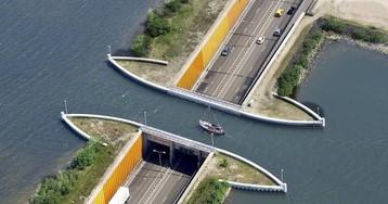 ВГолландии построили водный мост, нарушающий все законы физики