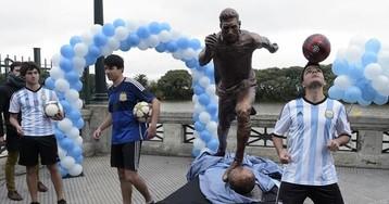 В Буэнос-Айресе установили статую Месси в связи с кампанией «Не уходи»