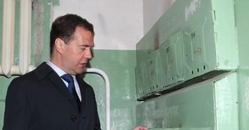 Медведев назвал деньги населения единственным источником для капремонта домов