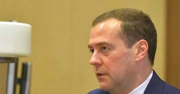 Медведев пообещал пенсии не повышать