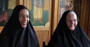 Две православные монахини, живущие в Японии, молятся о России на двух языках