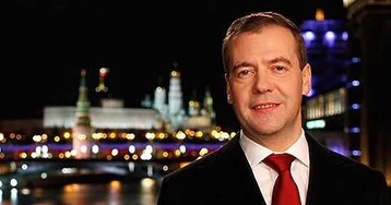 Медведев укоротил новогодние каникулы на два дня