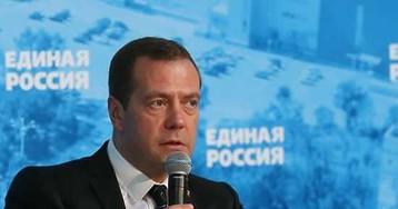 """В Кремле назвали """"заказной кампанией"""" скандал вокруг высказываний Медведева"""
