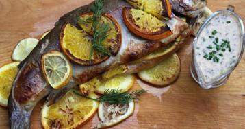 Форель с апельсинами и розмарином под сливочным соусом