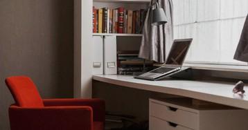 Как оборудовать рабочее место в спальне: 10 идей от профи