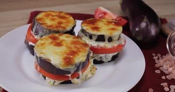 Баклажаны, запеченные с помидором и сыром