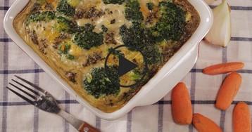 Брокколи, запеченная с яйцами и травами: видео-рецепт