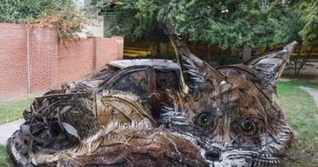 Художник превращает груды мусора в скульптуры животных