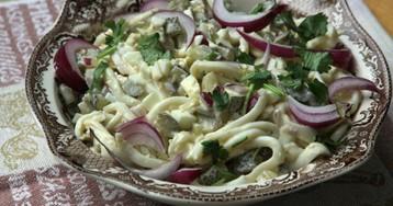 Домашний салат из кальмаров