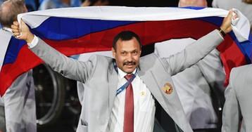 Пронесшему флаг России на Паралимпиаде белорусу подарят квартиру