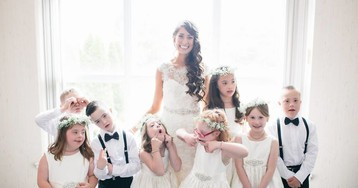 Учительница детей с особенностями развития пригласила всех учеников на свадьбу
