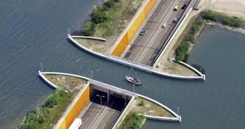 Водный мост в Голландии ломает все законы физики