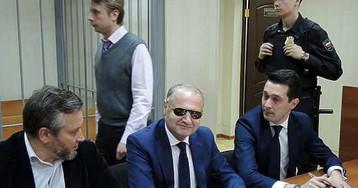 «Пусть будет 50000 рублей»: сколько стоило прощение чиновника-хулигана с Арбата