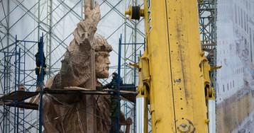 Последние приготовления к открытию памятника князю Владимиру