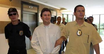 Moro autoriza Youssef, que poderia ser condenado a 121 anos, a 3 anos em casa