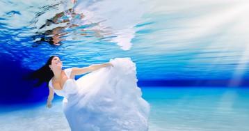 Essas fotos de casamento debaixo d'água vão acordar a sereia que existe em você