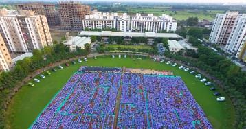 Индийский бизнесмен подарил работникам своей компании 1260 автомобилей и 400 квартир