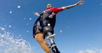 Fotógrafo capta imagens incríveis do surfe adaptado para deficientes