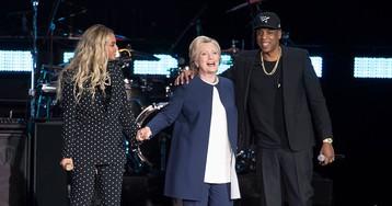 Beyoncé surpreende público e se junta a Jay Z em campanha de Hillary Clinton