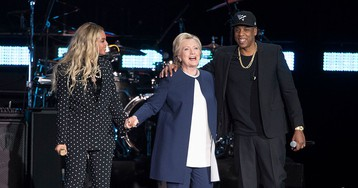 Beyoncé surpreende público e se junta a Jay Z em comício de Hillary Clinton