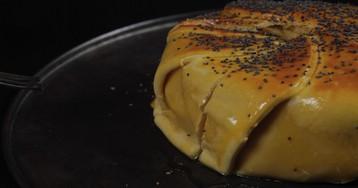 Пирог с камамбером и картофелем: видео-рецепт