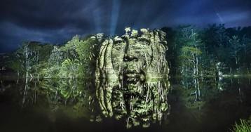 Французский художник рисует светом в амазонских джунглях