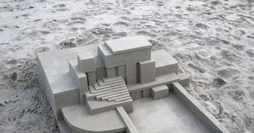 É de verdade? Artista desafia leis da natureza e cria lindas esculturas geométricas de areia