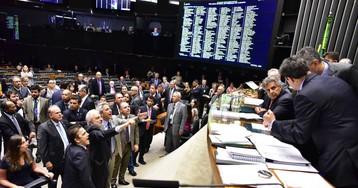 AO VIVO | Câmara decide adiar a votação que pode anistiar o crime de caixa 2