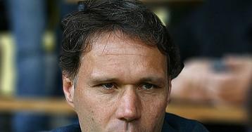 Ван Бастен предлагает отменить офсайд