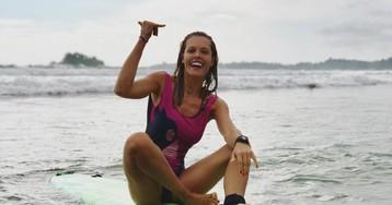 На гребне волны: кто из российских знаменитостей увлекается серфингом