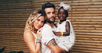 Giovanna Ewbank se derrete pela filha Titi vestida de abelhinha